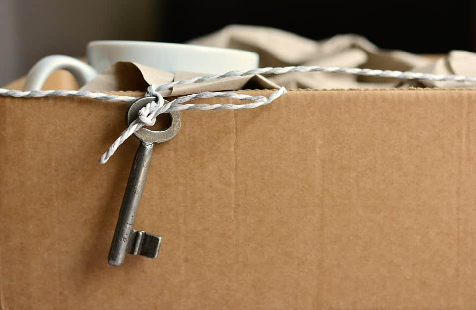 Toronto movers' box. Get a price estimate online and book professional movers in Toronto.